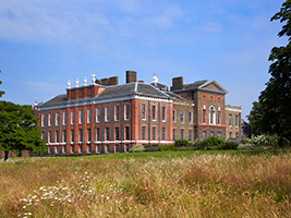 Kensington Palace and Diana: Her Fashion Story, London