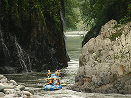 Rafting reventazon river, San José / Central Valley