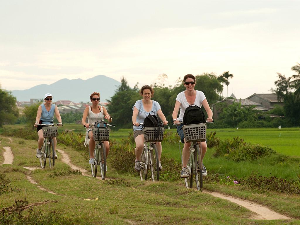 Tour en barco y bicicleta por Hoi An con barbacoa al atardecer