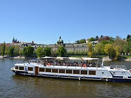 Lunch cruise, Prague