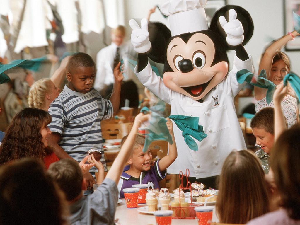 Pequeno-almoço com Personagens da Disney com serviço de limusine