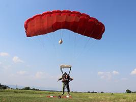 Parachuting in Flandes, Bogota