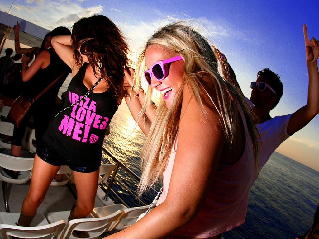 Fiesta a bordo del Ocean Beat