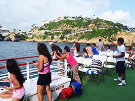 Cruise along Barco Acarey, Acapulco