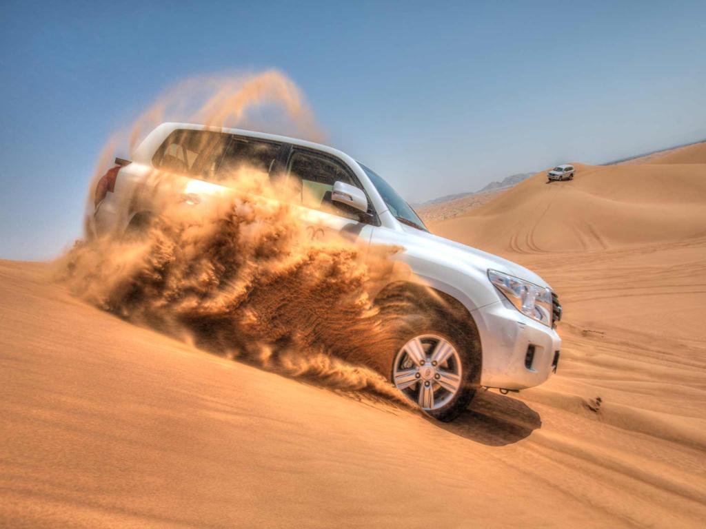 Safari 4x4 no deserto com jantar tipo churrasco num acampamento de Abu Dhabi
