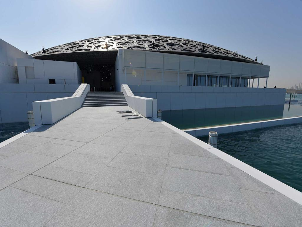 Mesquita de Abu Dhabi e Museu do Louvre