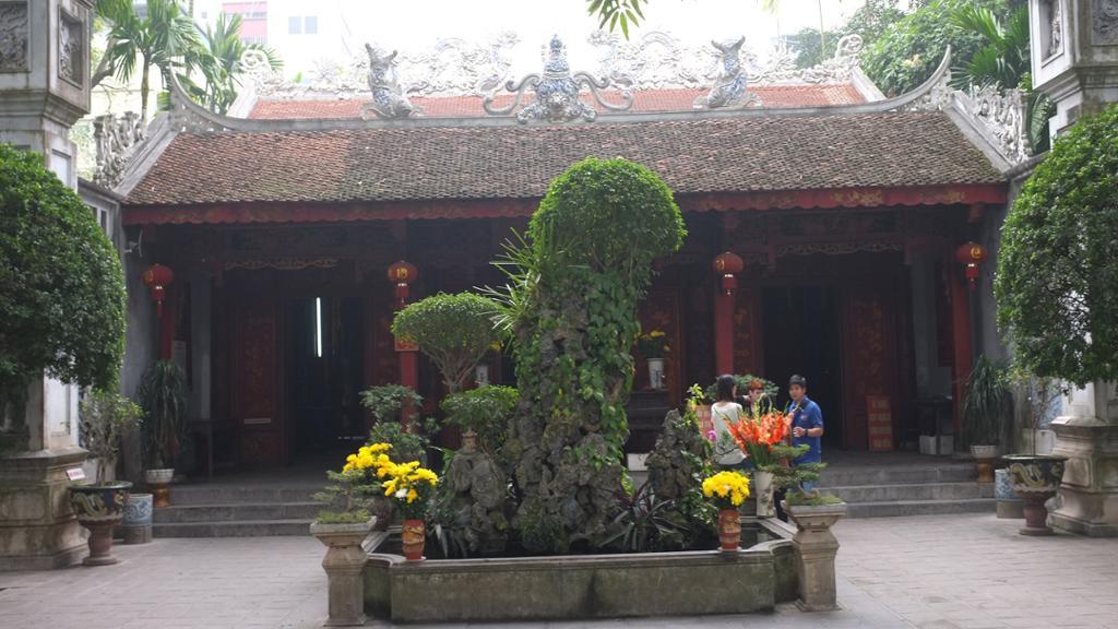 Local Life: Hidden Hanoi Walking Morning Tour
